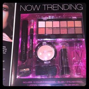 L.A. Colors 'Beauty Book Edit' 19 Piece Kit